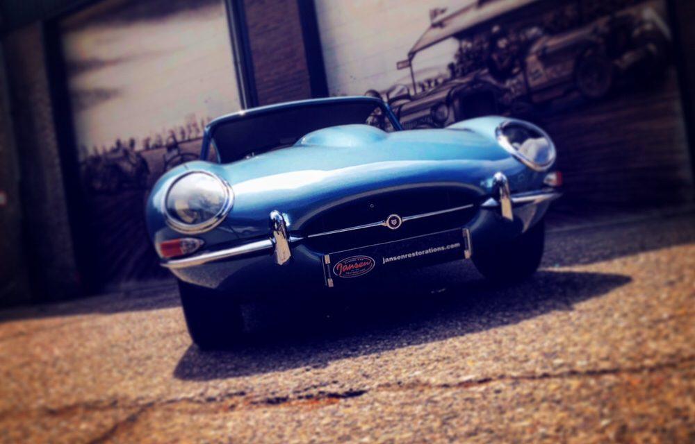 Jaguar E-type klaar om afgeleverd te worden.