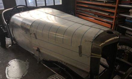Motorkap voor een Alvis gemaakt.