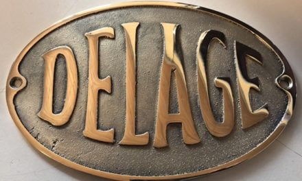 Delage logo gegoten.
