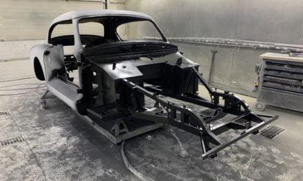 Aston Martin DB2 staat in de epoxy en de binnenkanten doorgespoten.