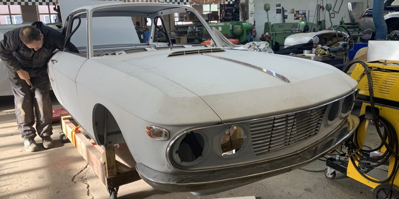 Lancia Fulvia binnen om te spuiten