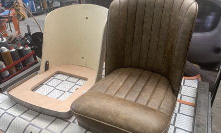 Vintage stoelen gemaakt.