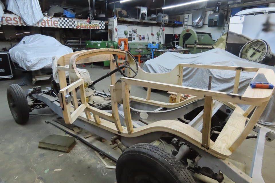 Houtwerk Bentley carrosserie gemaakt.