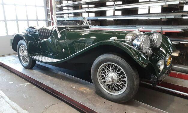 Jaguar SS100 replica weer geheel opgebouwd na een deelrestauratie.